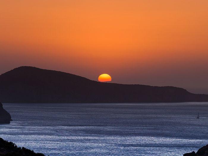 Sonnenuntergang über Milos. (c) Tobias Schorr
