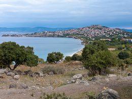 Blick auf die Küste und auf den Ort Molivos