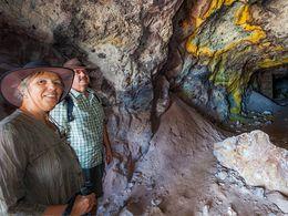 Thomas & Angelika in einem Bergwerksschacht des Schwefelbergwerks (c) Tobias Schorr