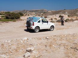 An einer kleinen Tränke für die Ziegen fanden wir zahlreiche prähistorische Scherben. (C) Tobias Schorr