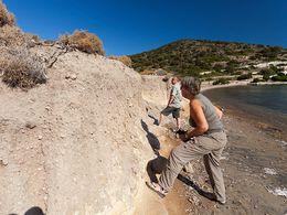 Auch in der Nähe von Emporio fanden wir antike Reste, die durch Tsunamis abgelagert wurden. (c) Tobias Schorr