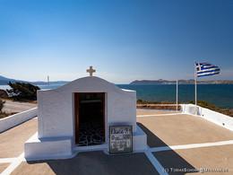 Die Kapelle beim Flughafen, die heute an das Verbechen der deutschen Besatzer erinnert.