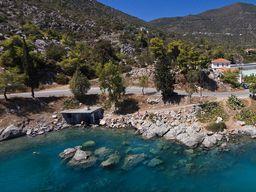 In dieser kleinen Bucht kann man immer im schwefelhaltigen Wasser baden. (c) Tobias Schorr