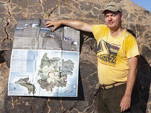 Ihr Reiseleiter Tobias Schorr auf der Vulkaninsel Nea Kameni im Santorin-Archipel.