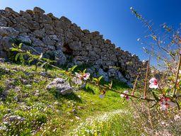 Die beeindruckenden, kyklopischen Mauern der Festung Midea. (c) Tobias Schorr