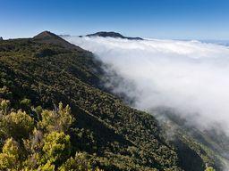 Wolken stranden am Rand des Tals von El Golfo. (c) Tobias Schorr