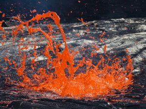 Gasexplosion im Lavasee des Erta Ale