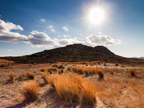 Der Lavadom in dessen Umgebung rhyolitisches Gestein und Obsidian existieren. Eine der wichtigsten Regionen auf Milos. (C) Tobias Schorr
