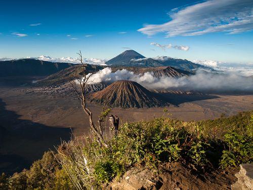 Die Landschaft der Tengger-Kaldera mit ihren Vulkanen (c) Tobias Schorr
