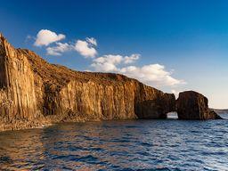 Die Basaltsäulen der Glaronisia-Inseln. (c) Tobias Schorr