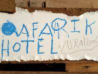 Das Afari Hotel ist ein einfaches Bettenlager