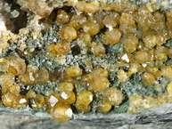 Extrem seltene Granat-Kristalle von der Insel Palia Kameni