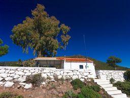 The chapel of Agios Panteleimonas on Methana. (c) Tobias Schorr