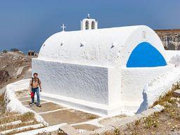Die Taxiarches-Kapelle im ehemaligen Steinbruch bei Akrotiri. (c) Tobias Schorr