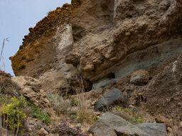 """Ignimbrit-Ablagerungen, die von vulkanischen Glutströmen (""""pyroclastic flows"""") stammen. Steinbruch Akrotiri. (c) Tobias Schorr"""