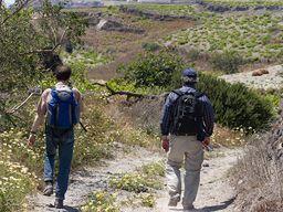 Wandern auf den Feldwegen von Akrotiri. (c) Tobias Schorr