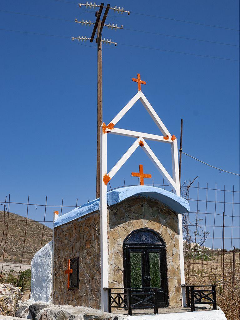 Kleine Gedenkkapelle am Wegrand in Akrotiri. (c) Tobias Schorr