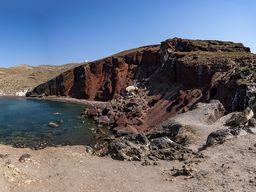 """Der """"rote Strand"""" bei Akrotiri ist der Reste eines vulkanischen Schlackekegels. (c) Tobias Schorr"""
