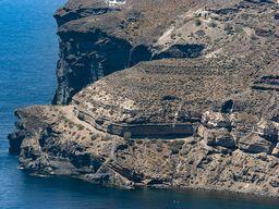 Die Felsen am Westrand der Bucht Mesa Pigadia. (c) Tobias Schorr