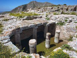 Eine antike Zisterne sorgte für die Wasserversorgung von Alt Thera. (c) Tobias Schorr