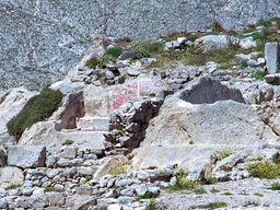 Antike Farbreste an einer Mauer in Alt Thera. (c) Tobias Schorr