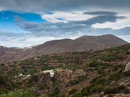 Blick in die karge Landschaft von Amorgos.