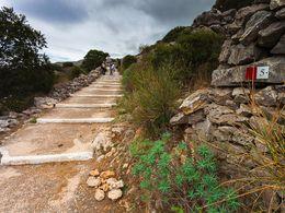 Die Wanderrouten bestehen teilweise aus gut ausgebauten Wegen.