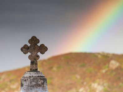 Ein Regenbogen über dem Kloster Valsamitis