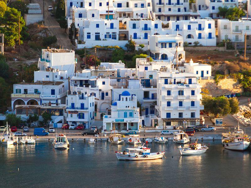 Der Hafenort Aegialis