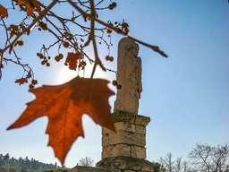 Stele an der Hadrian-Stoa der antiken Agorá in Athen. (c) Tobias Schorr