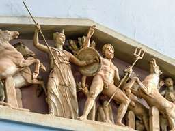 Antikes Tempelfries. (c) Tobias Schorr