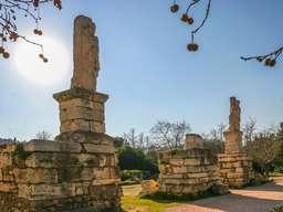 Antike Stelen des Hadrians. Antike Agorá in Athen. (c) Tobias Schorr