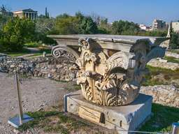Eines der schönsten Korinthischen Säulenkapitelle Griechenlands befindet sich auf der antiken Agorá in Athen. (c) Tobias Schorr