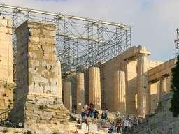 Die Propyläen der Akropolis von Athen. (c) Tobias Schorr