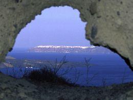 """Das """"Fenster"""" von Santorin"""
