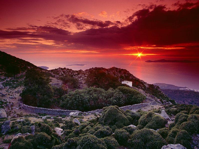 Das Kratertal des hängenden Garten des Diavatis auf der Vulkaninsel Nisyros. Foto von einer der schönsten Nisyros-Touren im Jahr 2007. (c) Tobias Schorr