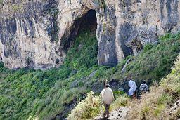 Eine uralte Lava-Höhle in den Flutbasalten Äthiopiens. (c) Tobias Schorr