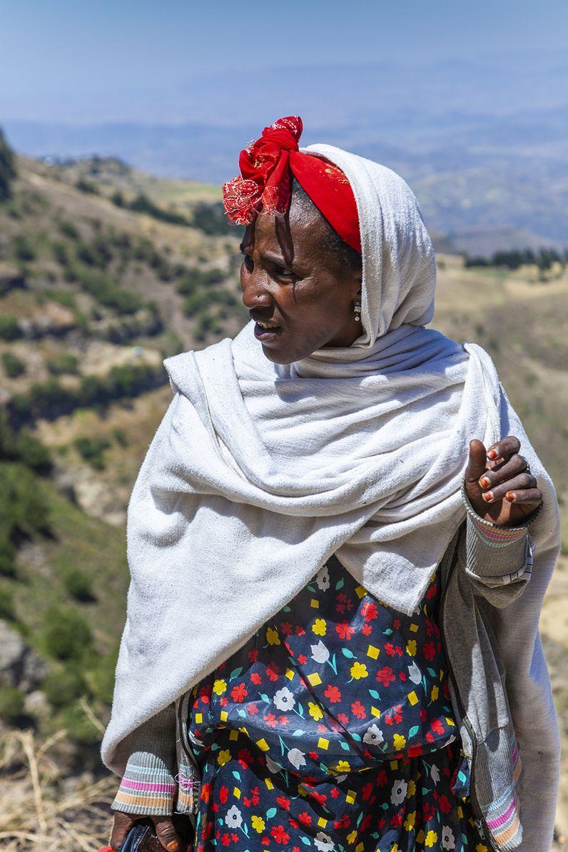 Eine Bäuerin, die uns bei der Wanderung ins Tal begleitete. (c) Tobias Schorr