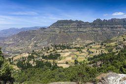Diese Berge entstanden aus Tausenden Schichten gigantischer Flut-Basalte. Riesige Vulkanausbrüche bedeckten Äthiopien mit kilometerdicken Lavaschichten. (c) Tobias Schorr