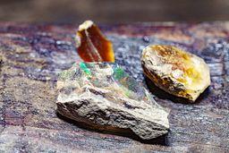 Opal gibt es in vielen Farbavrianten. (c) Tobias Schorr