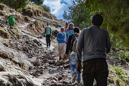 Beim Aufstieg kommen einem oft leichtfüßige Kinder entgegen, denen weder der steinige Pfad, noch der Höhenunterschied etwas ausmachen. Kein Wunder, dass Spitzensportler aus Äthiopien kommen! (c) Tobias Schorr
