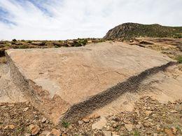 Dieses Vulkangestein wurde zum Bau der Stelen verwendet