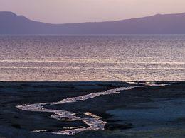 Heißer Fluß am Shala-See