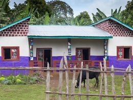 Buntes, afrikanisches Haus