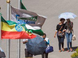 Die Flagge von Äthiopien und Bewohner der Weltstadt