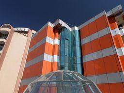 Eines der modernen Hotels im Zentrum