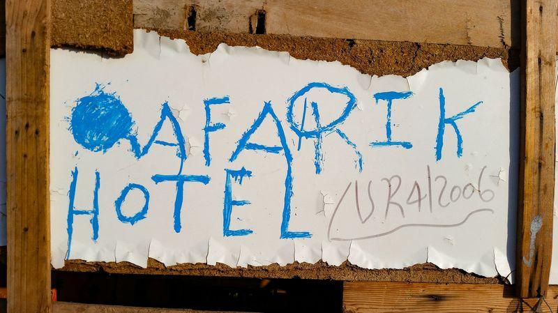 """Das Freiland """"Afarik Hotel"""" in der Siedlung Ahmadela. (c) Tobias Schorr"""