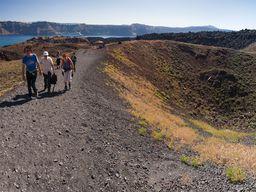 Schon der Besuch der Vulkaninseln erfordert gutes Schuhwerk und Kondition. (c) Tobias Schorr, April 2017