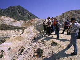 Das GEOWARN-Team am Krater Polyvotis (c) Tobias Schorr