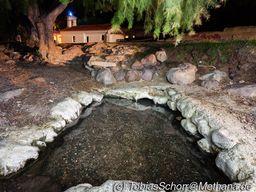 Das kleine Becken mit dem wärmsten Thermalwasser Methanas. Besonders abends ist es schön hier zu baden! (c) Tobias Schorr